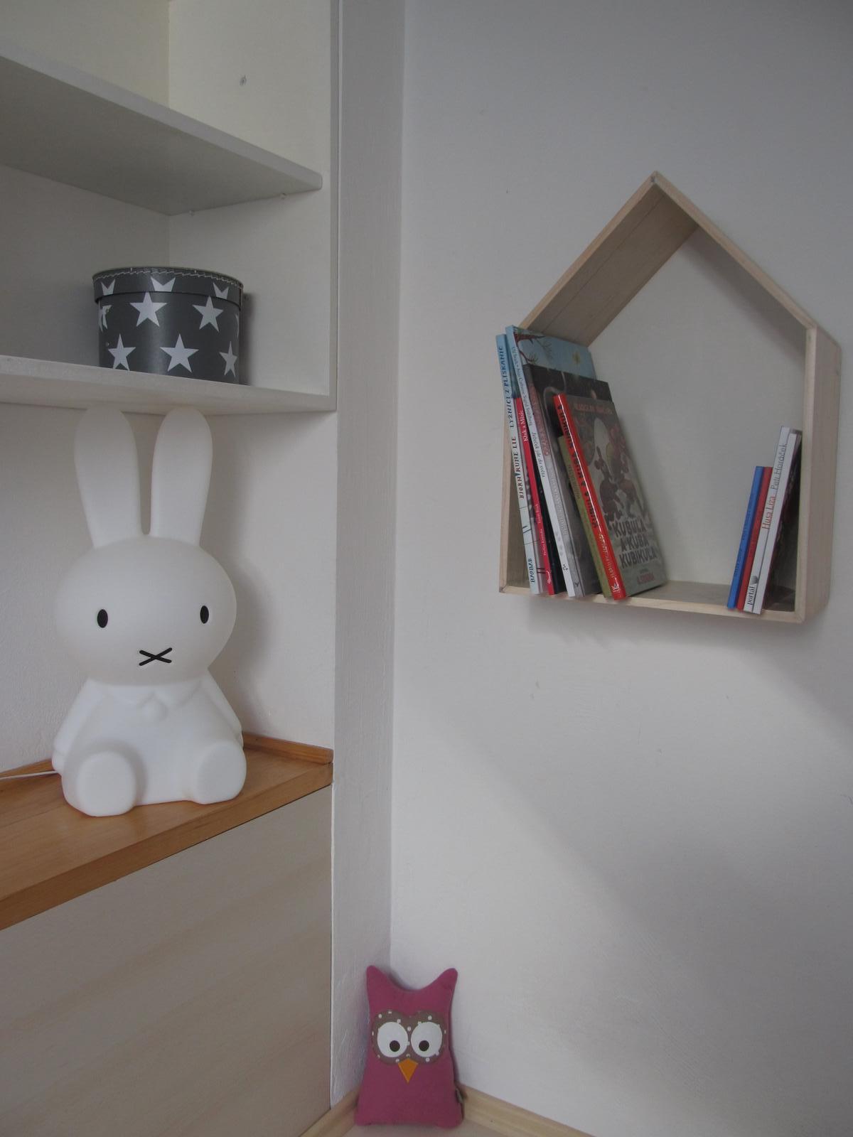Naše bydlení - Po dovolené čekalo na děti překvapení, nová lampička :-)