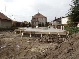 základy aj terasa zaliate