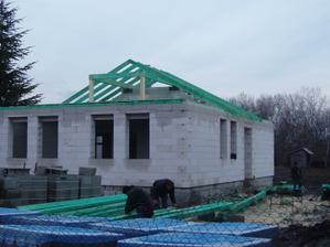 včera sme začali robiť strechu