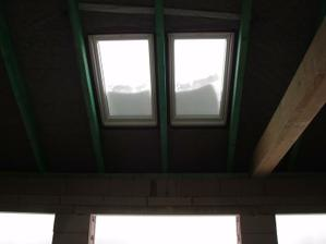 osadené strešné okná /obývačka-jedáleň/ bude vysoký strop