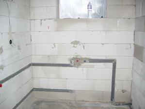 kúpeľňa-trubky na vodu už prichystané