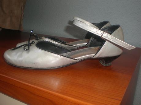 Krásne dievčenské topánky veľ.35 - Obrázok č. 1