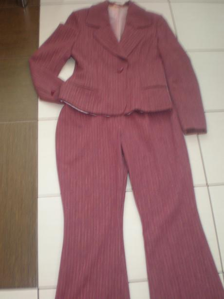 Krásny dámsky kostym nenosený - 40 - Obrázok č. 1