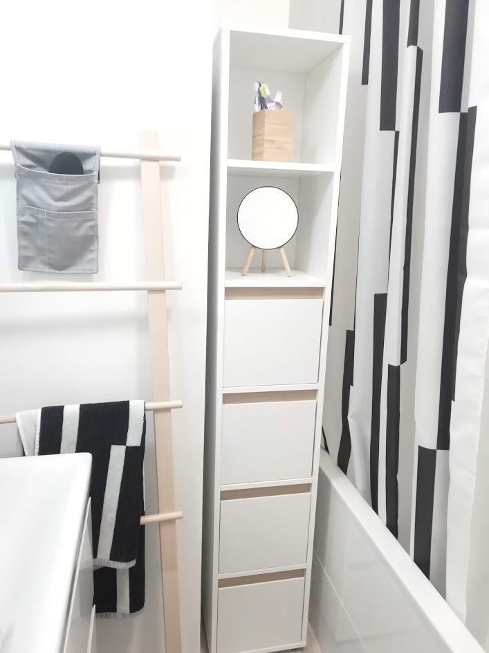 Prerábka kúpeľne, wc a chodby v byte - ..pokiaľ sa vyrobí sklenená zástena na mieru, máme záves IKEA...tiež fajn:)