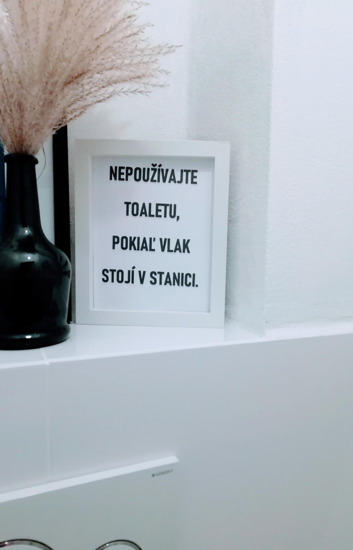 Prerábka kúpeľne, wc a chodby v byte - Pôvodná tabuľka bola o výmene rolky z toaletného papiera..nezabralo... tak je v podstate jedno, čo tam vycapím 😉