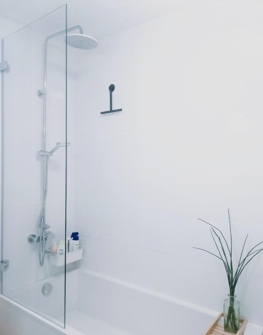 Prerábka kúpeľne, wc a chodby v byte - ... vaňová zástena Ravak robená na mieru, 180*70