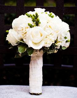 Květiny - bílé růže - spíš přirozenější