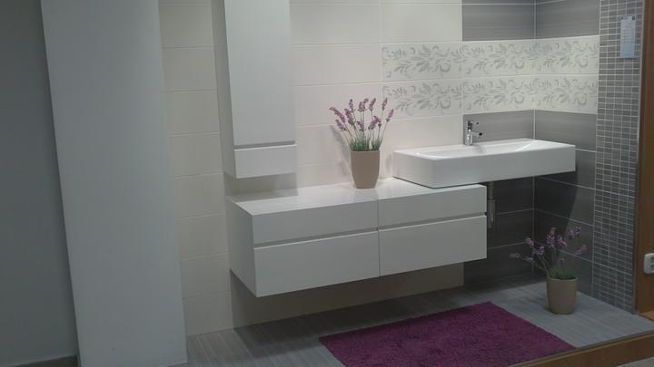 Príprava na bývanie ;-) - takáto bude spodná kúpeľňa...obklad organza, bielo-šedo-fialova ;-)