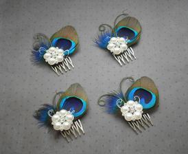 krasne hrebienky do vlasov z http://www.etsy.com/listing/64181630/pretty-peacock-peacock-feather-hair