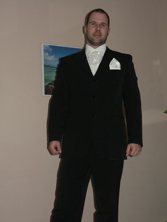 Moj buduci manzel v svadobnom obleku a veste - Obrázok č. 11