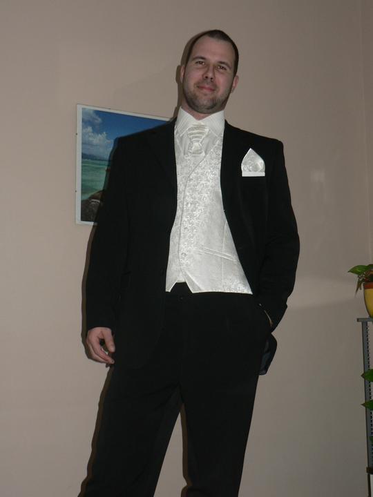 Moj buduci manzel v svadobnom obleku a veste - Obrázok č. 8