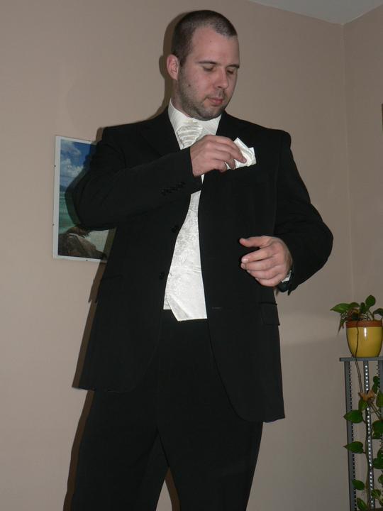 Moj buduci manzel v svadobnom obleku a veste - Obrázok č. 6