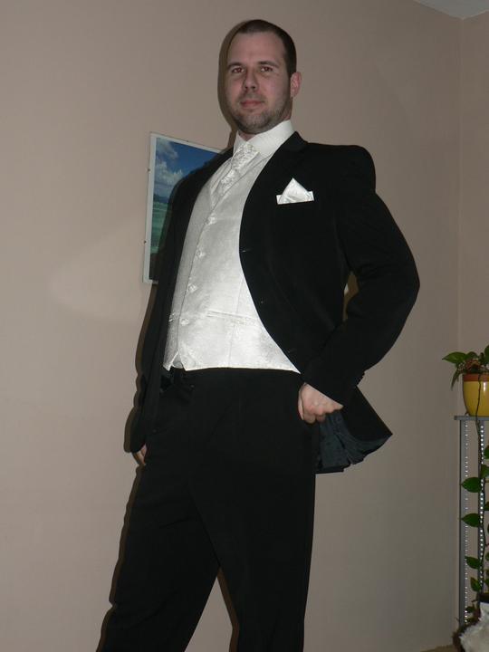 Moj buduci manzel v svadobnom obleku a veste - Obrázok č. 7