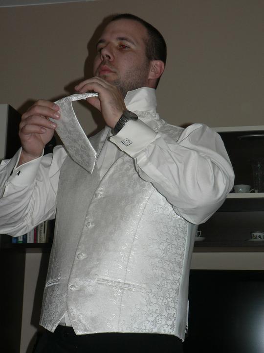 Moj buduci manzel v svadobnom obleku a veste - Obrázok č. 3