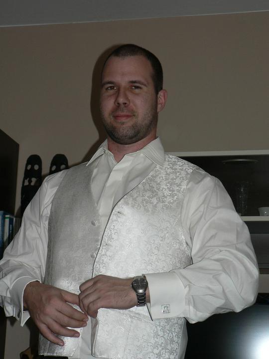 Moj buduci manzel v svadobnom obleku a veste - Obrázok č. 1