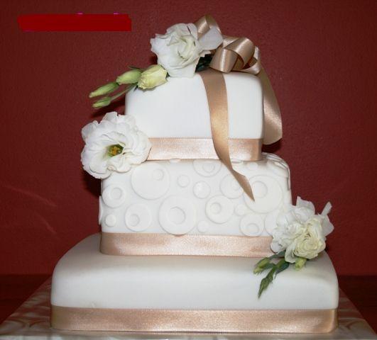 Svadobne torty, zakusky - Obrázok č. 25