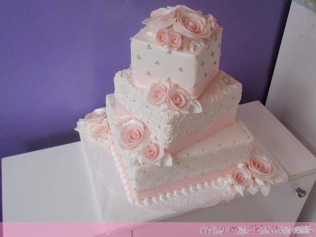 Svadobne torty, zakusky - Obrázok č. 40