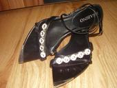 Málo nosené sandále, 38