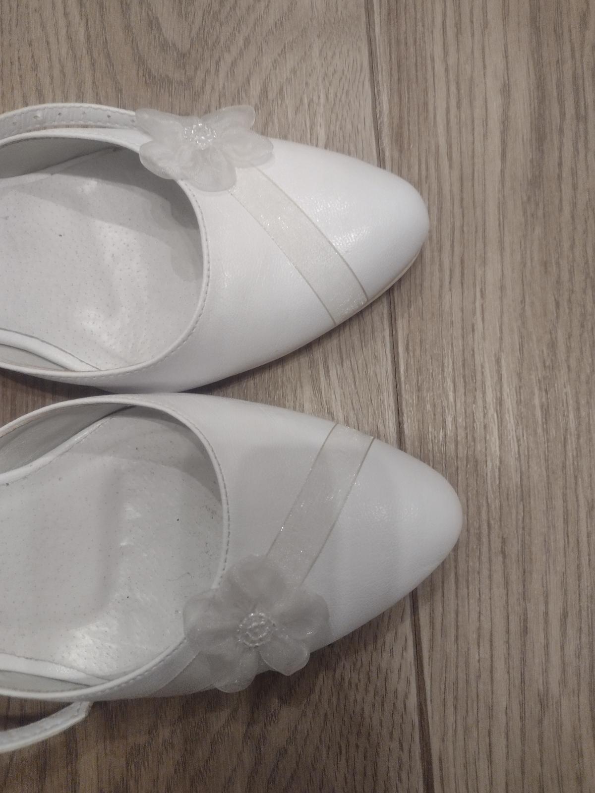 Biele topánky - Obrázok č. 3