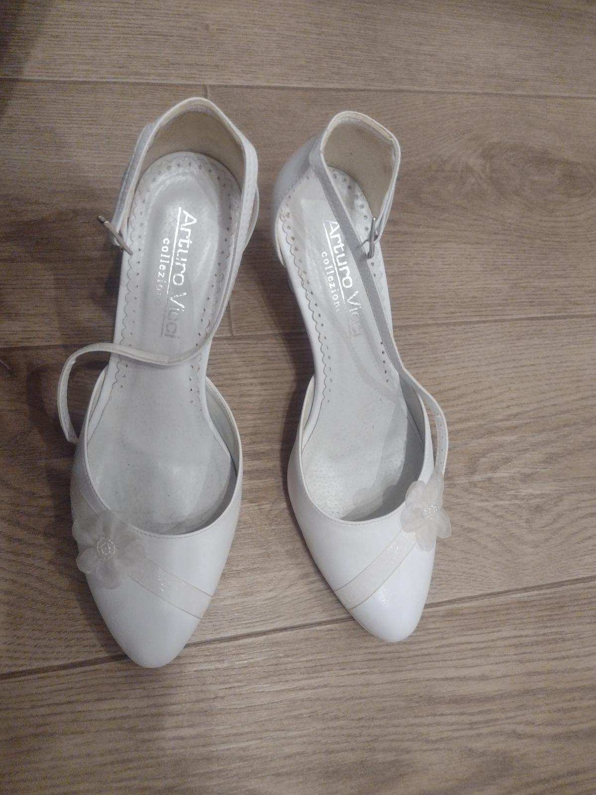 Biele topánky - Obrázok č. 1