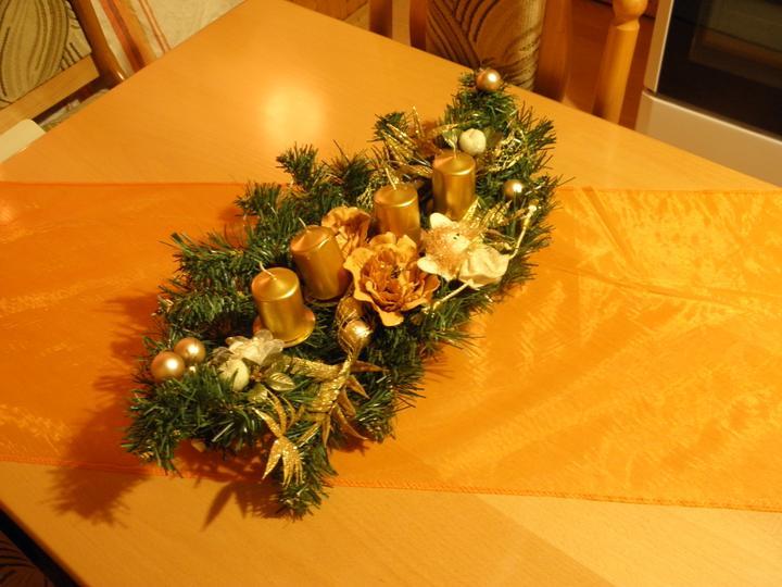 Začínam s výzdobou 2011 - vianočný stôl v kuchyni