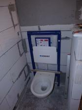 už i koupelna se pomalu plní :)