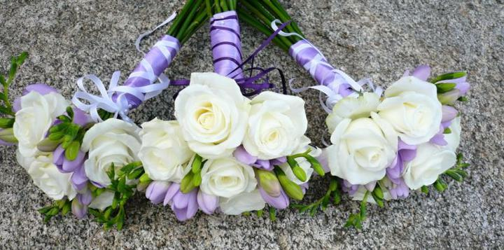 Levandulová....:) - přwsně takové budou kytičky pro maminky  a pro mě bude z krémových růží, frézií a hůlavně tam všude bude levandule :D