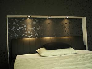 jaký zvolit lustr pokud jsou nad postelí takto bodovky??,,bodovky do stropu nebo závěsný lustr?děkuji za rady,,:-)