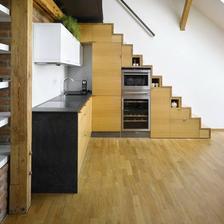 kuchyna pod schodami
