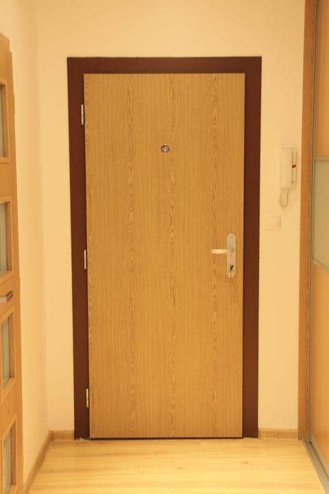 985f28c435 Náš bytík po rekonštrukcii - Bezpečnostné vchodové dvere Sherlock ...