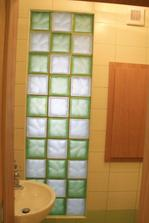 Sklobetónová stena vo wc