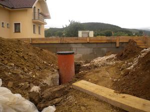 tiež sme stihli aj pripojenie ku kanalizácii 08/2013