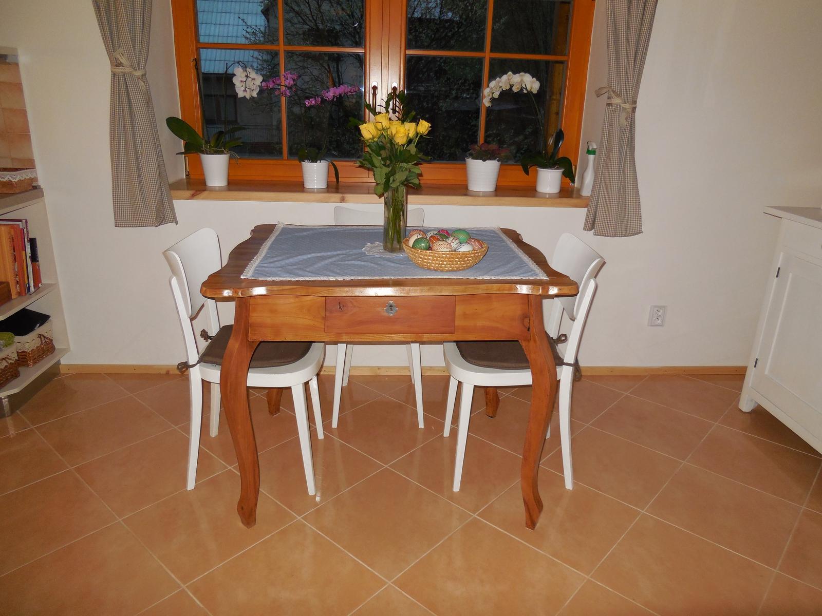 Naše roubenka - stůl je hotov:-)