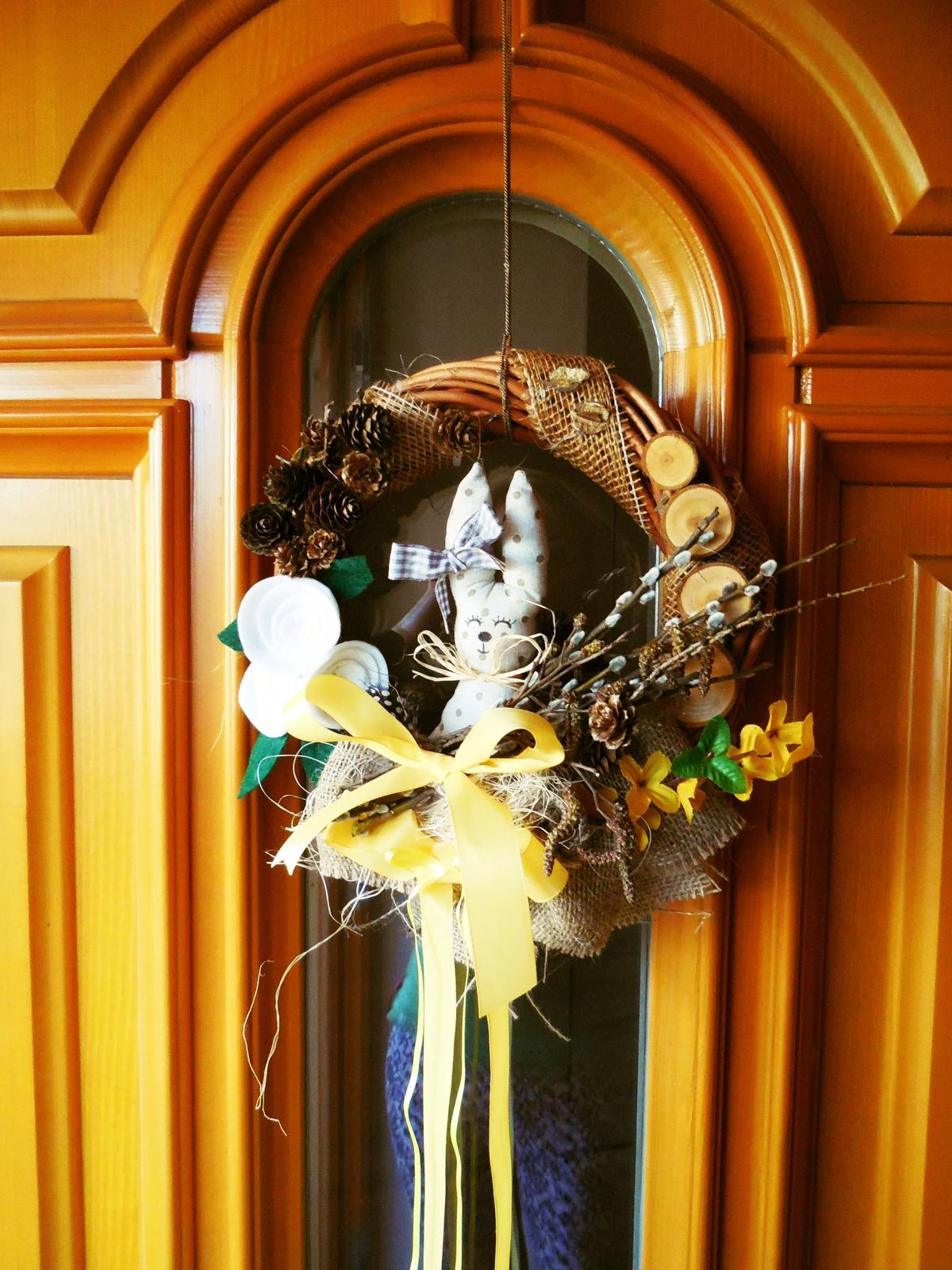 Naše roubenka - Vylepšený věnec - s králíčkem