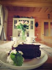 Včera měl manžel narozeniny, pekla jsem Sachrův dort:-)