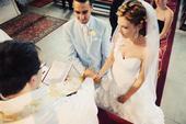 Svadobné šaty s kvietkovaným ramienkom, 36