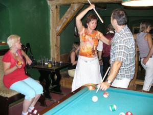 hosté mohli hrát kulečník..