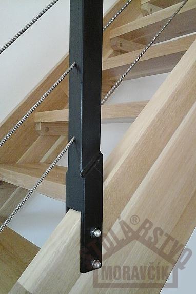 Samonosné schodiská - Samonosné schodisko, dub priebežka - lakovaný, kovové zábradlie