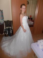 První zkouška šatů hned po rozbalení..nečekala jsem že přijdou tak brzo :-)