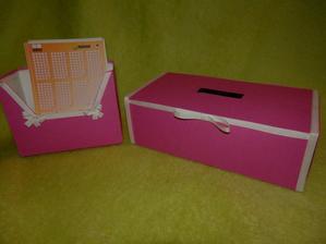 Krabička s kasičkou na sportku..práce budoucí švagrový a moji družičky v jedný osobě :-)