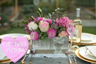 Realita byla prý vytvořena nevěstou a její maminkou ze starých škatulí od vína a květin ze zahrádky :)