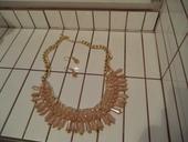 náhrdelník s náušnicami,