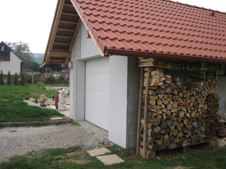 Už aj náš domček - príručná kôlnička :)