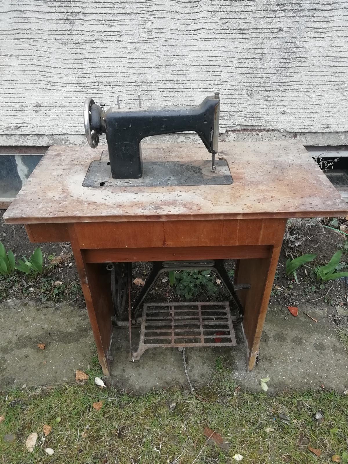 Starý šiajcí stroj - Obrázok č. 1