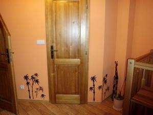obrostlé dveře do koupelny