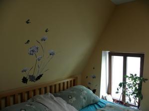 ložnice nad postelí