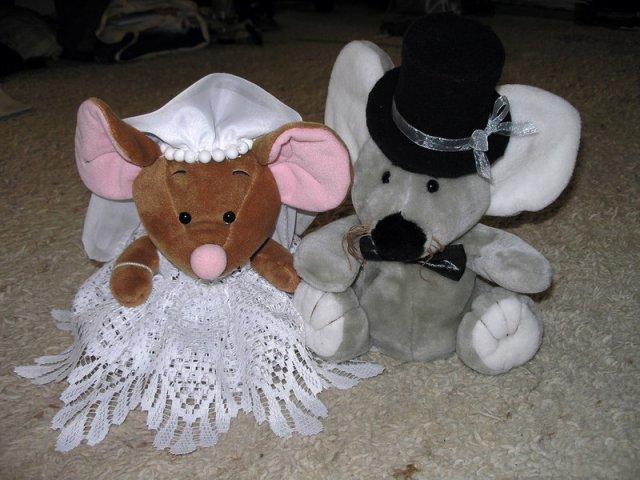 Koupě, výroba - myšky na auto - samovýroba (nejhorší byl cylindr z fleecu)
