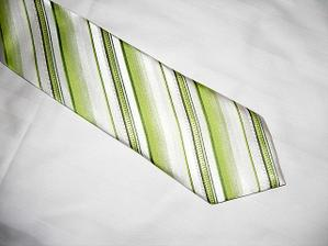změna kravaty - tohle je ONA (jen to ženich ještě neví, dostane k narozkám;-))