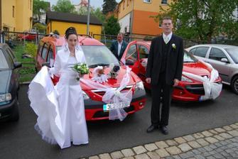 autíčko nevěsty v plné parádě