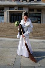 musíme si po obřadu trochu uklidit před radnicí:-)